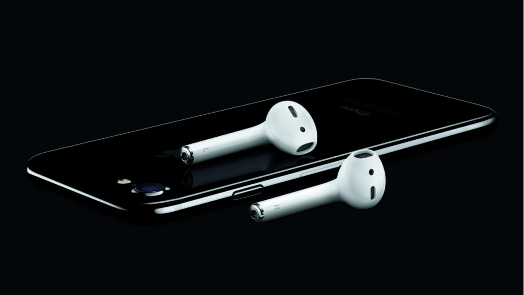 Apple iPhone 7 with Airpods